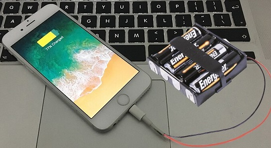 charge-iphone-with-4x-aa-batteries