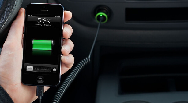 use-car-charger-to-charge-iphone
