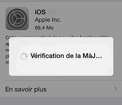 iPhone se bloque en vérification de mise à jour