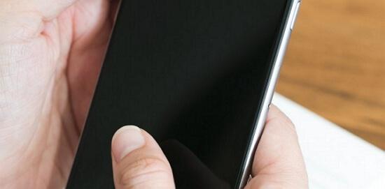 L'écran noir de l'iphone X